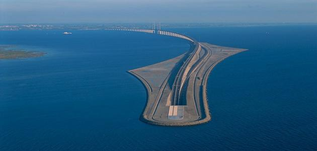 جسر بين السويد والدنمارك