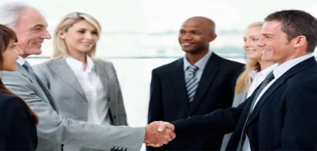 كيف تتمتع بالثقة والقوة في التعامل مع الناس