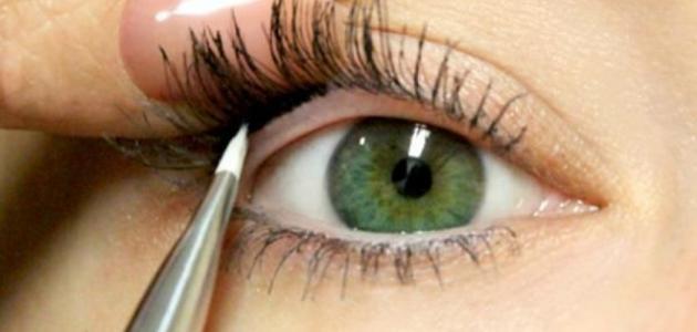 طريقة وضع الكحل في العين