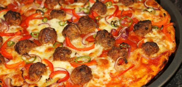 طريقة البيتزا باللحمة المفرومة