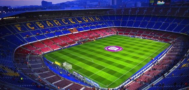 طول ملعب كرة القدم وعرضه