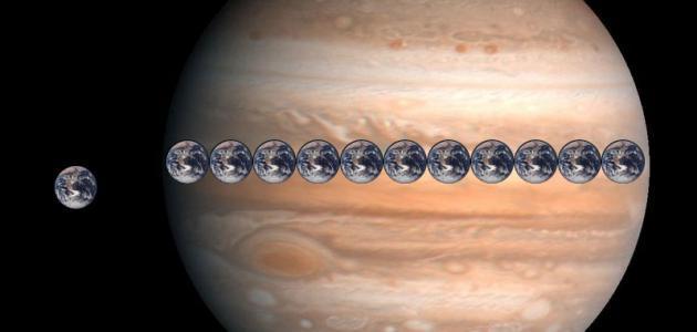 كم عدد أقمار كوكب المشتري