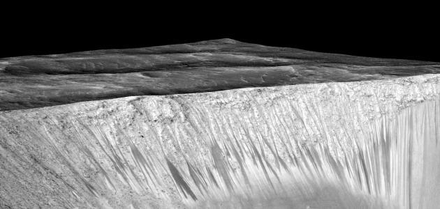 ظاهرة وجود الماء على سطح المريخ