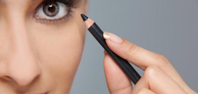 كيفية وضع الكحل القلم