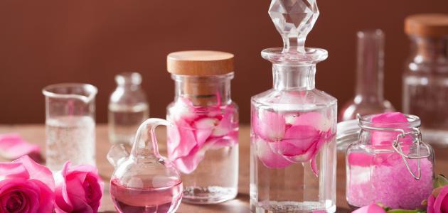 فوائد زيت الورد للتفتيح