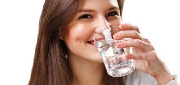 فوائد شرب الماء على الريق صباحاً