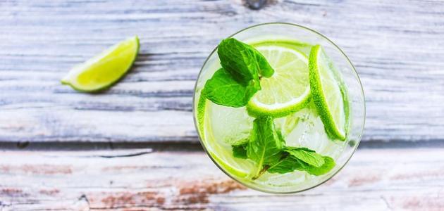 فوائد شرب ماء الليمون