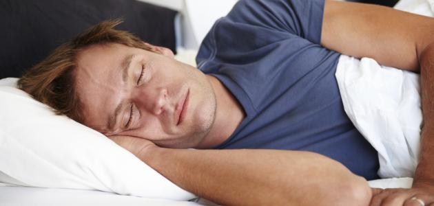 كم عدد الساعات التي يحتاجها الإنسان للنوم