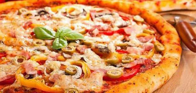 أسرع طريقة لعمل البيتزا