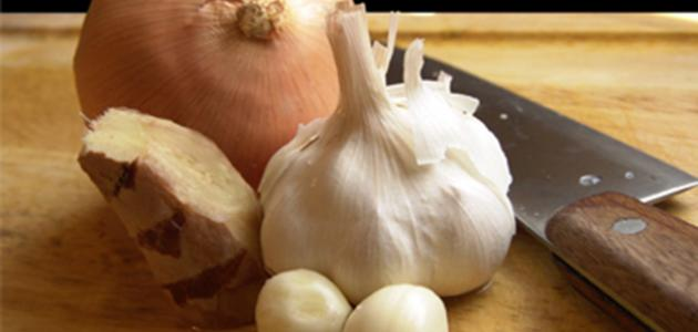 ما فوائد البصل والثوم للشعر