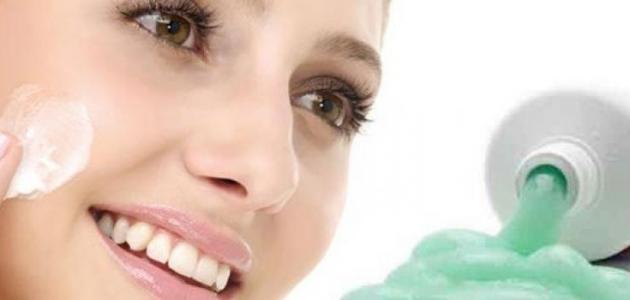 ما هي فائدة معجون الأسنان للبشرة