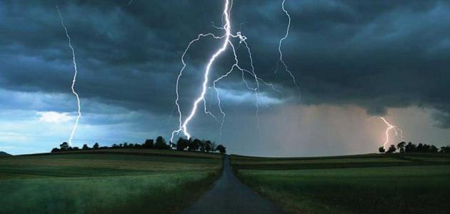 لماذا نرى البرق قبل سماع الرعد