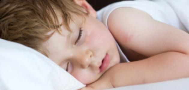 ما سبب رائحة العرق عند الأطفال