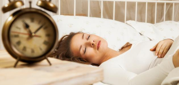 ما هي فوائد النوم في الليل