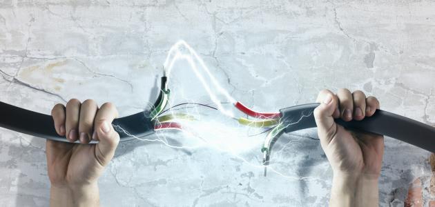 كيفية مرور التيار الكهربائي