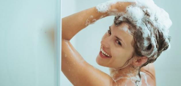 ما أضرار غسل الشعر أثناء الدورة