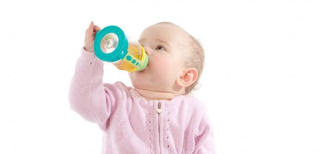 متى يشرب الرضيع العصير