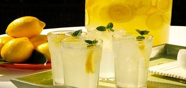 صنع عصير الليمون