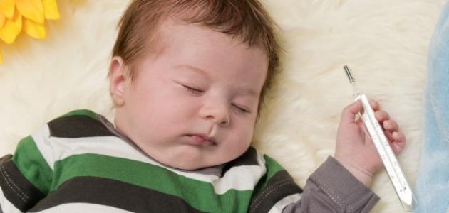 طرق تخفيض حرارة الطفل دون استعمال الأدوية موضوع