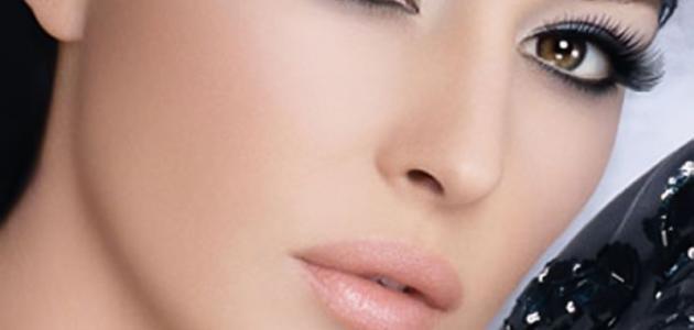طريقة إخفاء عيوب الوجه بالمكياج