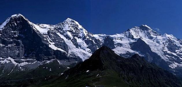 كم عدد الدول التي تغطيها جبال الألب