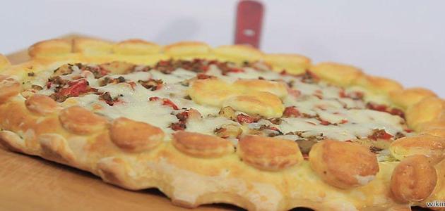 طريقة فرد عجينة البيتزا