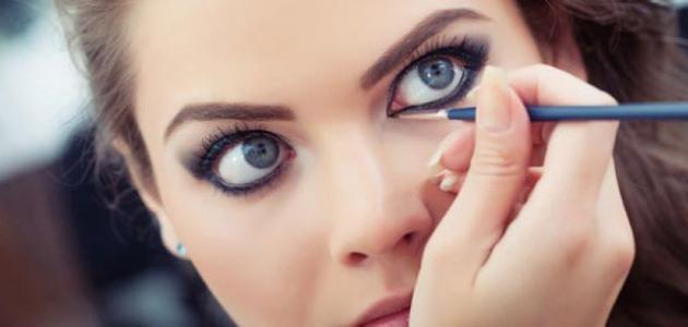 طريقة مكياج العيون الواسعة