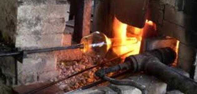 كيف يصنع الزجاج من الرمل