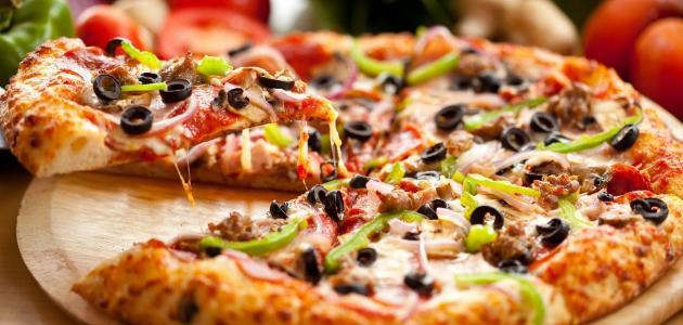 طريقة عمل عجينة بيتزا سريعة