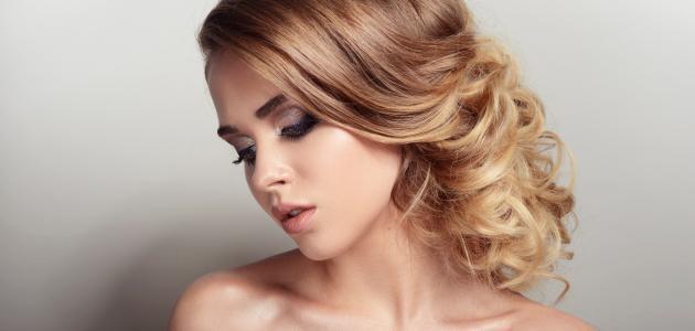 طريقة صبغ الشعر لونين
