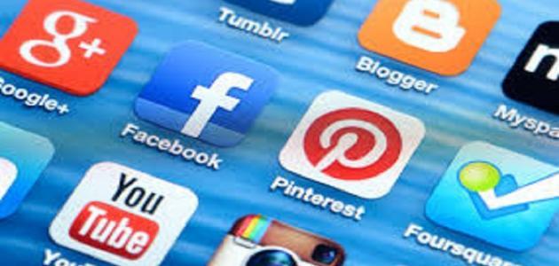 طرق التواصل الاجتماعي موضوع
