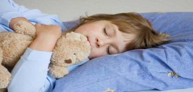 كيف ينام الطفل وحده