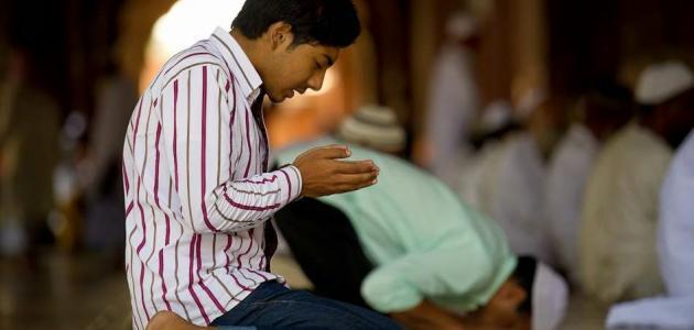 كيفية الصلاة جالساً