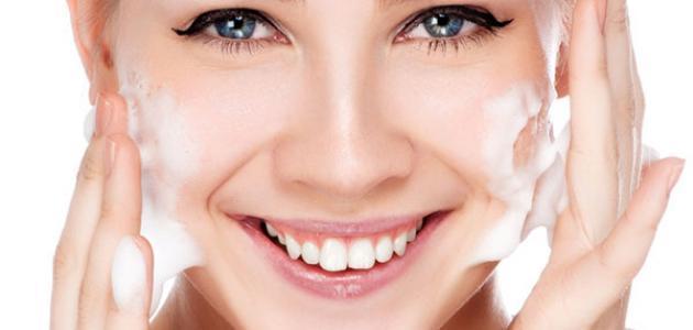 كيفية استخدام غسول الوجه