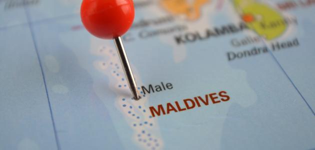 كم عدد جزر المالديف