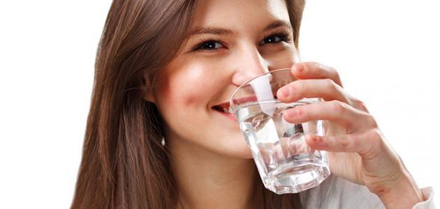 فوائد شرب الماء الساخن صباحاً