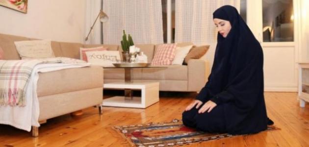 كيف تصلي المرأة صلاة الجمعة في بيتها