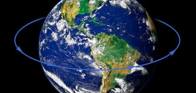 ماذا ينتج عن دوران الأرض حول الشمس