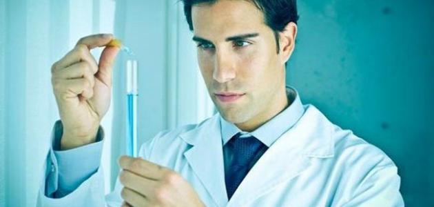 بحث عن عالم كيميائي