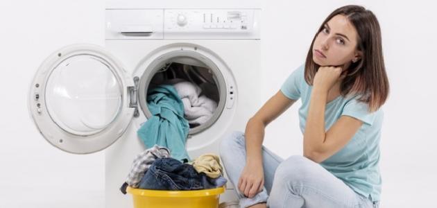 كيف يمكن إزالة بقع الزيت من الملابس