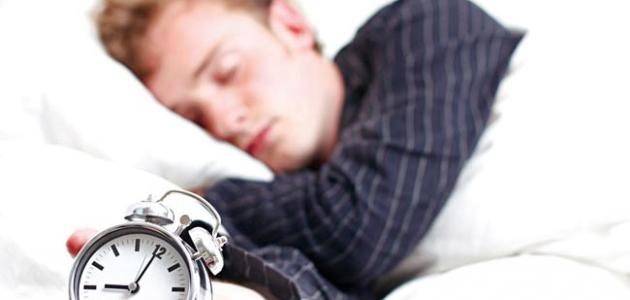 كم عدد ساعات النوم الطبيعية للإنسان البالغ