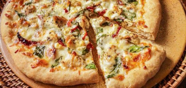 طريقة البيتزا بالدجاج والخضار