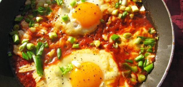 طريقة عمل البيض بالطماطم والفلفل
