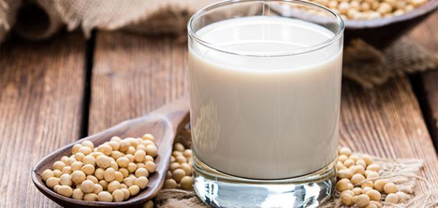 هل يضر شرب حليب الصويا وقت الدورة