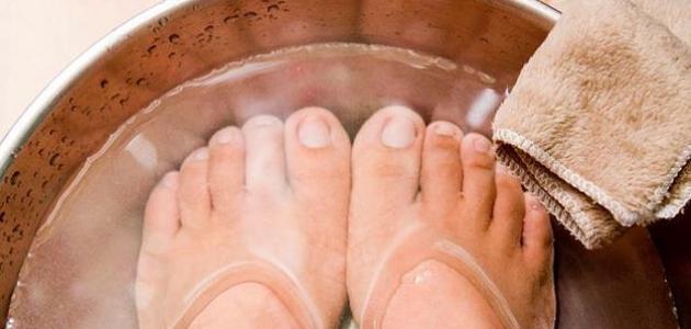 فوائد نقع القدمين بالماء الساخن