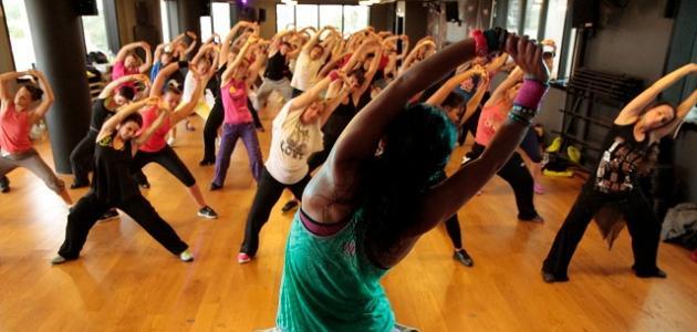 رياضة الزومبا عبارة عن مجموعة من الرقصات اللاتينية بتصميم الكولومبي الشهير  البرت بيتو في عام 1990, فقد بدأ بتصميم رقصاته بعدما فقد إسطواناته الخاصة  برياضة ...