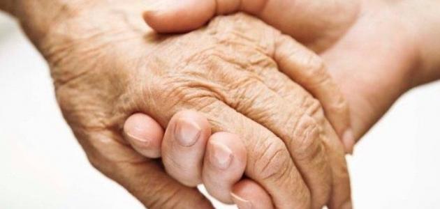 فوائد بر الوالدين في الدنيا والآخرة