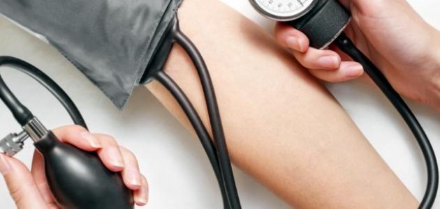 كيفية قياس ضغط الدم يدوياً