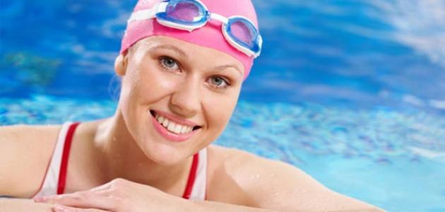 فوائد السباحة لجسم المرأة