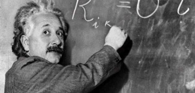 عالم الفيزياء آينشتاين